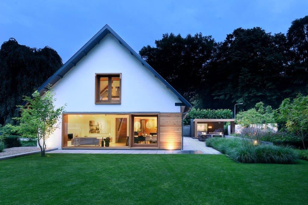 Moderne villa buiten