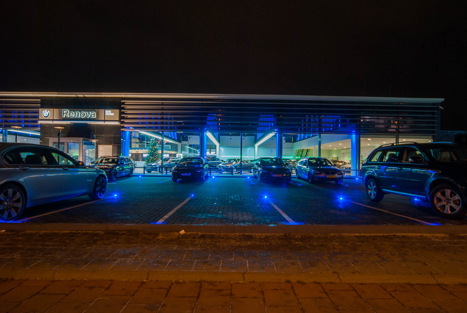 Licht project HOOGSPOOR auto showroom.